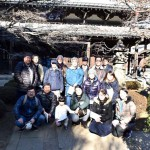 豪徳寺仏殿で集合写真